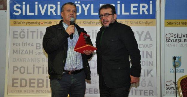 Nebil Özgentürk'e Plaketini Hasan Solak Takdim Etti...