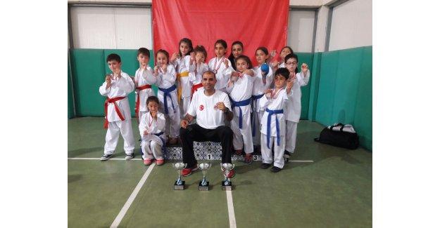 Nurullah Baldöktü İlk Okulu Madalyaya Doymuyor...