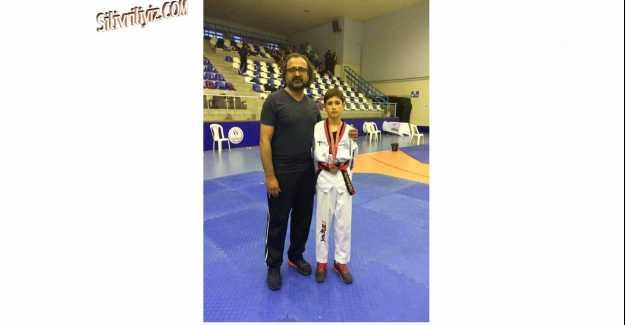 Silivri Erel Spor Kulübü Taekwondo Takımı Attığını Vuruyor...