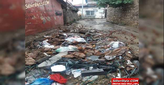 Belediye Yolları Yapmayınca Fatih Mahallesini Sel Bastı… VİDEO HABER