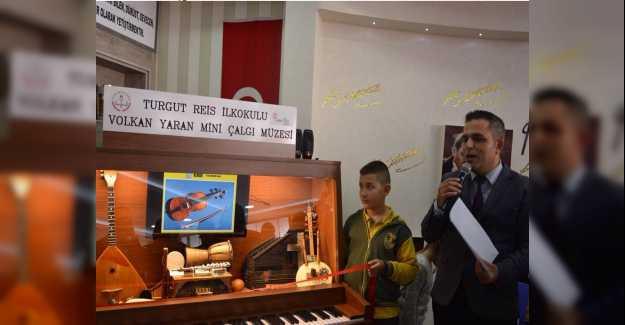 """Müzik Öğretmeni Volkan Yaran """"mini çalgı müzesi"""" açtı..."""