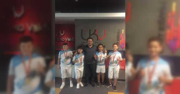 Şampiyonlar Ümit Kalko'yu Ziyaret Etti...