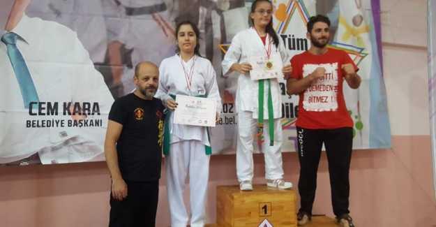 Kemal Kiriş'in Öğrencileri Madalyaları Topladı…