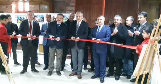"""""""Futbolda Ayırımcılığı Yeneceğiz"""" Fotoğraf Sergisi Açıldı..."""