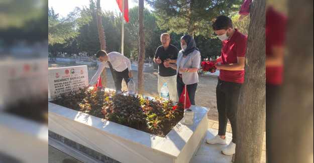 CHP ŞEHİTLERİMİZİ MEZARLARINDA ANDI