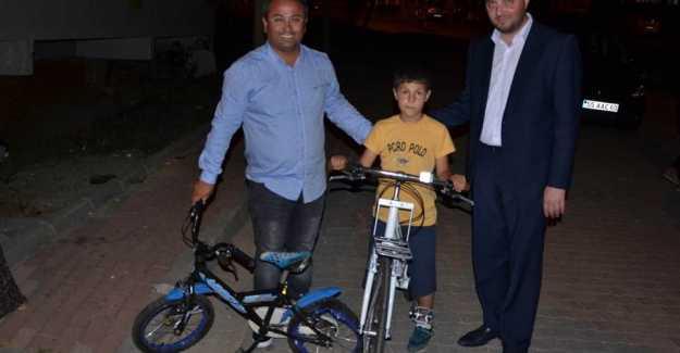 Minik Kadir'e Bisiklet Sürprizi...