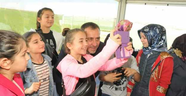 Volkan Yılmaz'a Kadınlardan ve Gençlerden Sevgi Seli...