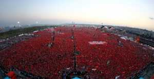 İSTANBUL'DA TARİHİ GÜN… Milyonlar Yenikapı'ya Aktı.
